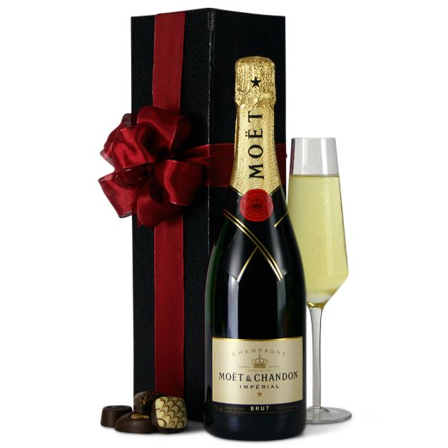 Hampers to australia gift baskets free delivery flying flowers picture of moet champagne in gift a box negle Gallery